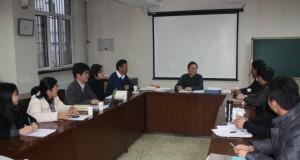 基金管理委員会で議長をつとめる劉教授
